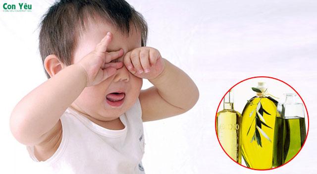 Tinh dầu tràm rơi vào mắt có bị sao không? cách xử lý như nào an toàn và nhanh hết