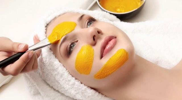 Cách đắp mặt nạ tinh bột nghệ không vàng da